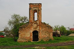RO TR Pietrosani Holy Trinity church ruins 2.jpg
