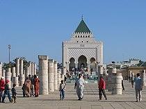 سلالة الملوك العلويين بالمغرب 210px-Rabat_Mausole_