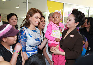 Angélica Rivera - Rivera and Peng Liyuan, the First Lady of China, visit Hospital Infantil de México Federico Gómez, a children's hospital in Mexico City.