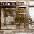 Rischart-Schaufenster um die Jahrhundertwende.jpg