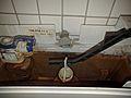 Rohrbelüfter Abfluss in den WC-Spülkasten (Baujahr 1984).jpg