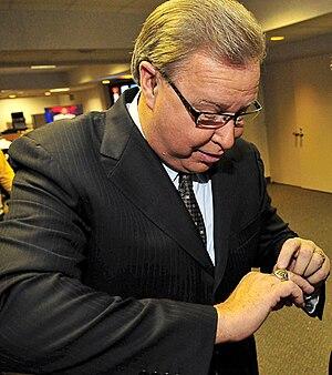 Ron Jaworski - Jaworski displaying his NFC Championship ring in 2008