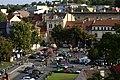 Roudnice nad Labem, pohled na náměstí s přehlídkou aut II.jpg