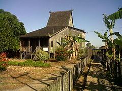 Rumah Adat Banjar Tipe Rumah Bubungan Tinggi Desa Habirau Kecamatan Daha Selatan Kabupaten Hulu Sungai Selatan.jpg