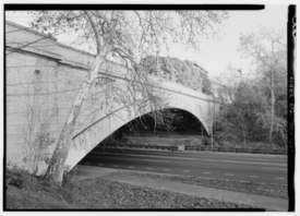 SOUTHWEST ELEVATION, LOOKING EAST - Pennsylvania Avenue Bridge, Spanning Rock Creek and Potomac Parkway, Washington, District of Columbia, DC HAER DC,WASH,593-1.tif