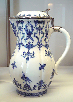 Saint-Cloud porcelain - Saint-Cloud soft porcelain water pot, circa 1725, with silver mount (1726-1732).