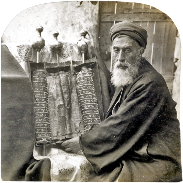 File:Samaritan High Priest and Old Pentateuch, 1905.png