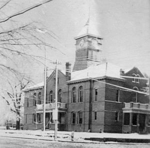 Sampson County Courthouse in Clinton (circa 1910–1915)