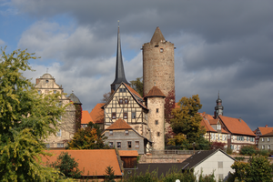 Ensemble: Gable side of the rear castle with stair tower (left), rear tower with the Count's forester's house and attached small tower (center), town church (in the background to the left of the rear tower).