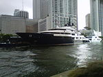 Le yacht Seven Seas (86.1 m) sur la Miami River à Downtown Miami