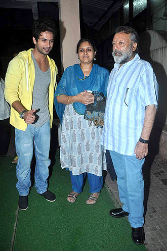 Shahid Kapoor - Kapoor(left) with his stepmother, Supriya Pathak and father, Pankaj Kapur(right).