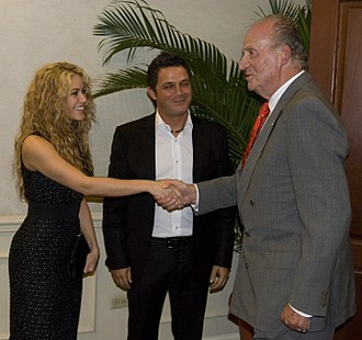 Alejandro Sanz - Sanz with Shakira and Juan Carlos I, The King of Spain during the IberoAmerican Summit of El Salvador.