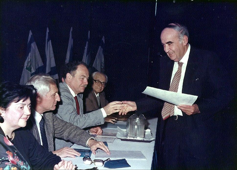 Shlomo Morag receiving Bialik Prize