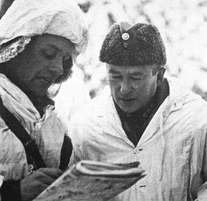 Hjalmar Siilasvuo - Hjalmar Siilasvuo (at right) receiving a situation report of Battle of Raate-Road