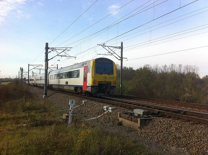 D'SNCB-Linn 165 tëscht Attem an Éibeng.