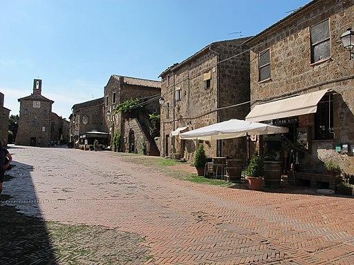 Sovana, piazza