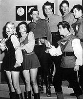 I costumi di scena usati nel cinema e in televisione anticiparono di diversi anni l'uso di minigonne e miniabiti. Nella foto il cast della serie statunitense Space Patrol (1950-1955).