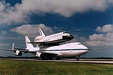http://upload.wikimedia.org/wikipedia/commons/thumb/6/6e/Space_Shuttle_Transit.jpg/230px-Space_Shuttle_Transit.jpg