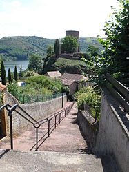 The path to the tower in Saint-Jean-Saint-Maurice-sur-Loire