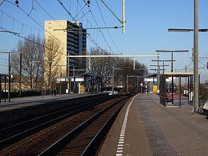 Den Haag Moerwijk railway station - Image: Station Den Haag Moerwijk perrons