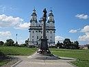 Statua Jezusa przy kościele Zmartwychwstania Pańskiego w Białymstoku 2