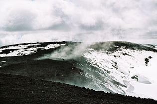 Steaming top of Hekla volcano, Island.jpg
