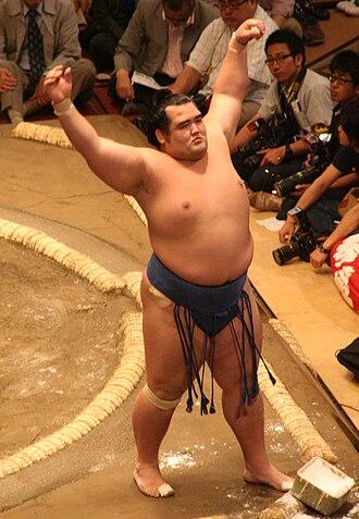 Kotoshōgiku Kazuhiro - Kotoshōgiku warms up for his first match in the May 2009 tournament.