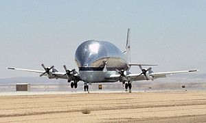 Super Guppy N941 NASA landing (crop).jpg