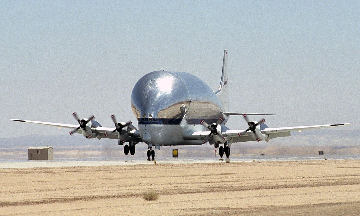 1200px-Super_Guppy_N941_NASA_landing_(cr