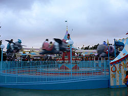 "La version ""originale"" de Dumbo the Flying Elephant à Tokyo Disneyland."
