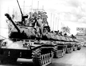 Em 4 de abril de 1968, tanques do Exército ocupam ruas cariocas para a missa de sétimo dia do Edson Luís, assassinado por policiais militares no dia 28 de março.