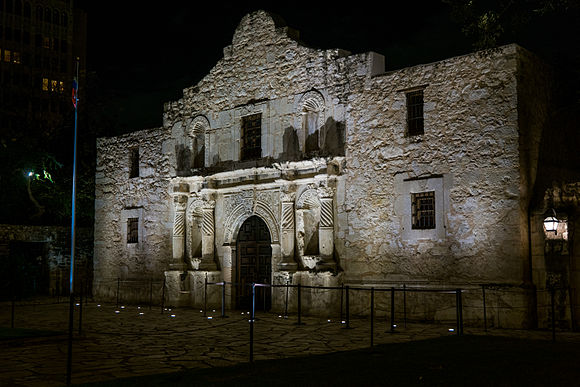 The Alamo at Night, San Antonio, Texas (2014-12-12 23.00.05 by Nan Palmero).jpg