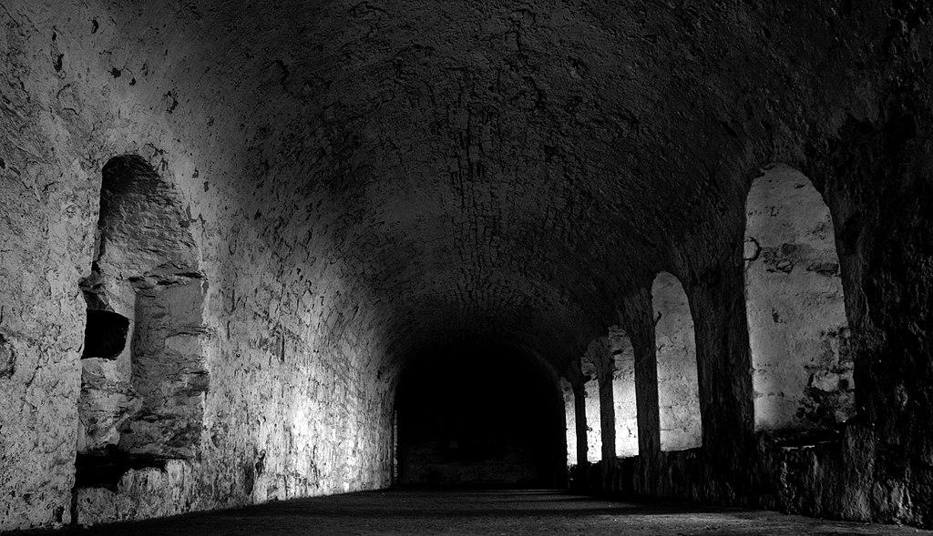 Intérieur de l'abbye d'Incholm en Ecosse - Photo de marsupium photography
