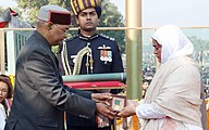 Nazir Wani's wife (right) receives the Ashoka Chakra on his behalf from the President of India.