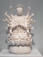 Montmorency sous une couronne de baron, permettant de le dater av Composition de quelques céramiques chinoises typiques.
