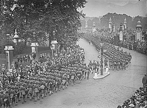 American Expeditionary Forces - Column of American troops passing Buckingham Palace, London, 1917.