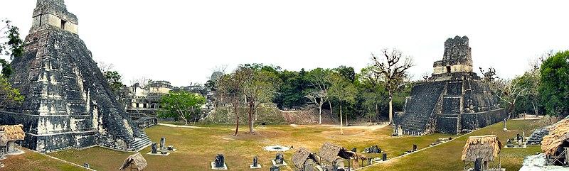 Fichier:Tikal-Plaza-Mayor-Panorama.jpg