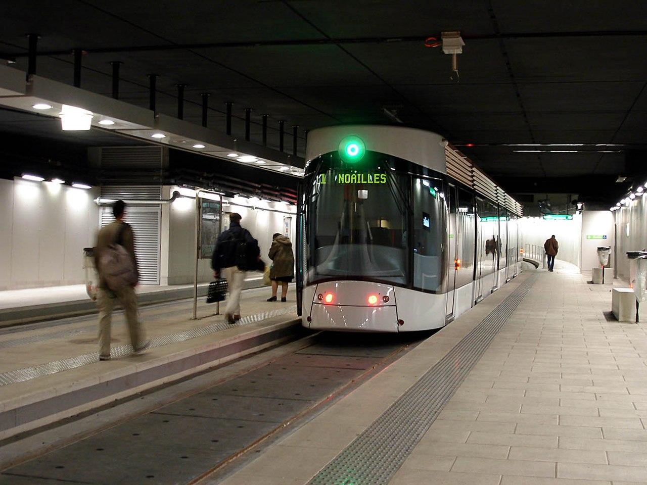 File tramway de marseille ligne 1 noailles for Metro interieur