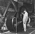 Tropenmuseum Royal Tropical Institute Objectnumber 20007196 Onderhoud van de molenmachine in suik.jpg
