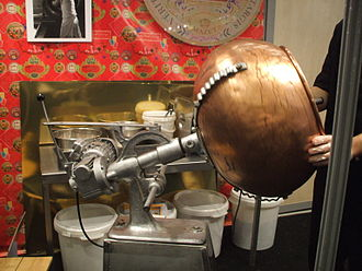 Food coating - A machine using a rotation process to sugar-coat dragée