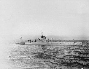 USS H-1 (SS-28) - Image: USS H 1;H69853