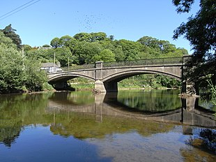 "Umberleigh Bridge over <a href=""http://search.lycos.com/web/?_z=0&q=%22River%20Taw%22"">River Taw</a>, looking downstream"