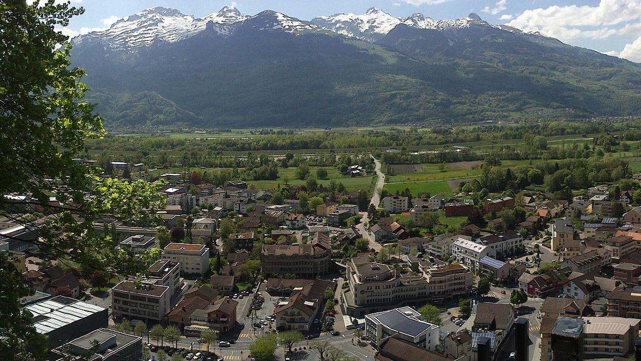 Panorama Vaduz, ibu kota dan kota terbesar Liechtenstein.