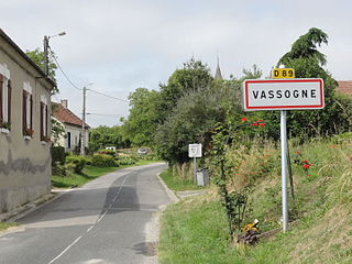 Vassogne (Aisne) city limit sign.JPG