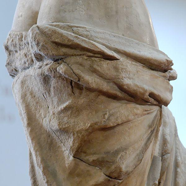 Почему из статуи Венеры Милосской торчала арматура