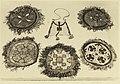 Viisi ympyränmuotoista kirjailtua tekstiilityötä, joissa hapsureunat sekä ylhäällä keskellä laukku. Taideteollisuuskeskuskoulu.-TaiKV-07-040.jpg