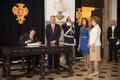 Visita de Estado do Presidente Peña Nieto a Portugal (2014-06-05) - Assinatura do Livro de Honra.png