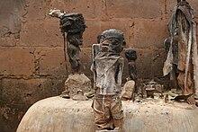 3 statuettes anthropomorphes d'une dizaine de centimètres de haut