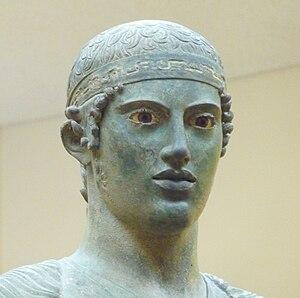 Fillet (clothing) - Image: Wagenlenker von Delphi Gesicht