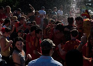 2010 Northern Hemisphere summer heat waves - 2010 FIFA World Cup revelers in Washington DC cool off in a fountain